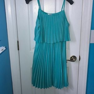 Light weight! Pretty color for the summer!